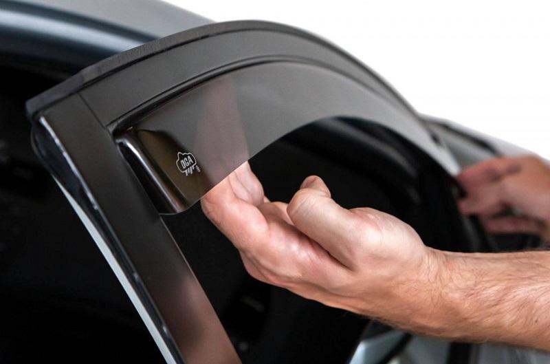 Avec le déflecteur d'air, vous n'aurez plus peur de rouler avec les vitres baissées